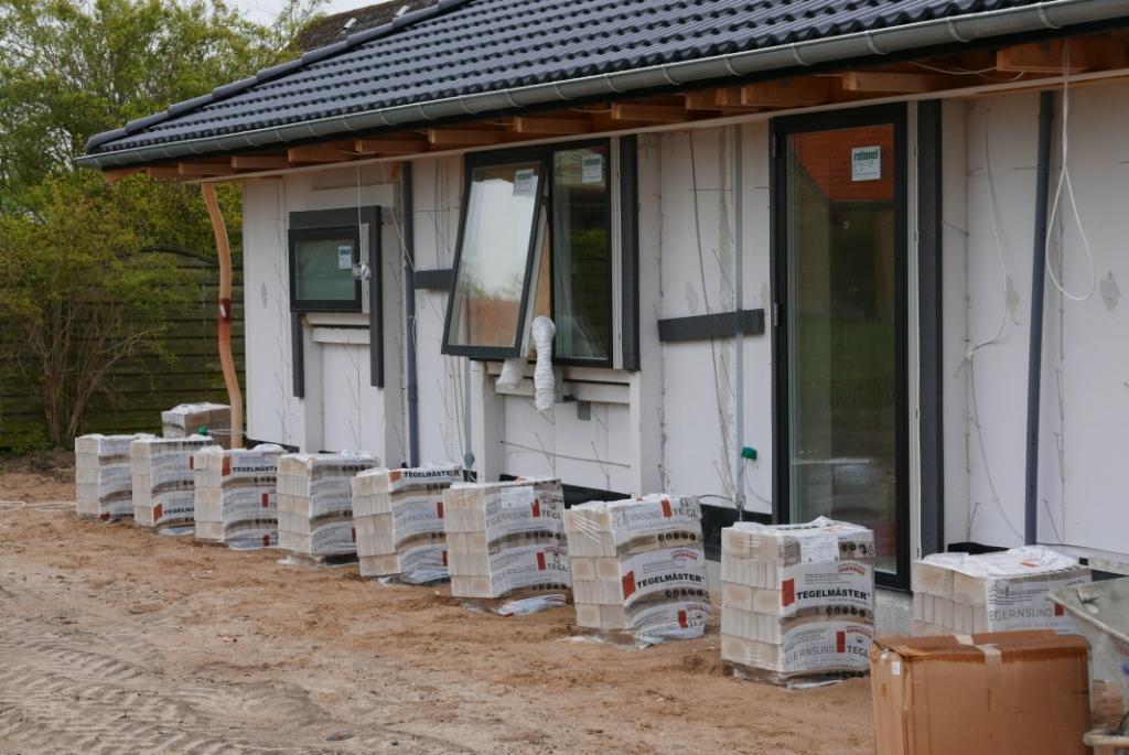 Så blev der leveret mursten | Vi bygger nyt hus med HusCompagniet