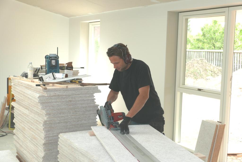 Troldtekt loft monteres | Vi bygger nyt hus med HusCompagniet